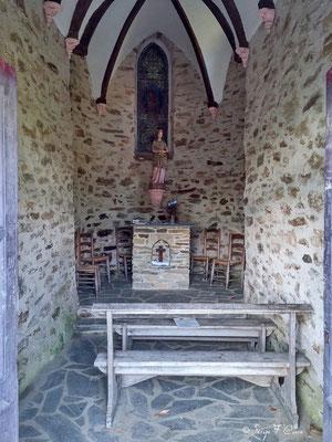 """Chapelle Sainte Foy au dessus Conques en direction de """"les Clémenties"""" Vue de conques  (Chemin de Compostelle 2014)"""