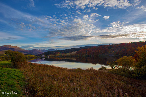 Coucher de soleil sur le lac du Guéry - Massif du Sancy - Auvergne - France