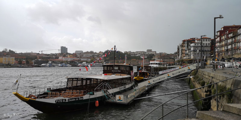 Cais da Ribeira - Ville historique de Porto - Portugal