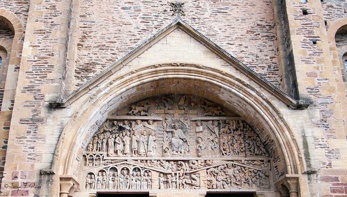 Tympan de l'Eglise abbatiale Sainte Foy à Conques - France - Sur le chemin de St Jacques de Compostelle (santiago de compostela) - Le Chemin du Puy ou Via Podiensis (variante par Rocamadour)du Puy ou Via Podiensis (variante par Rocamadour)