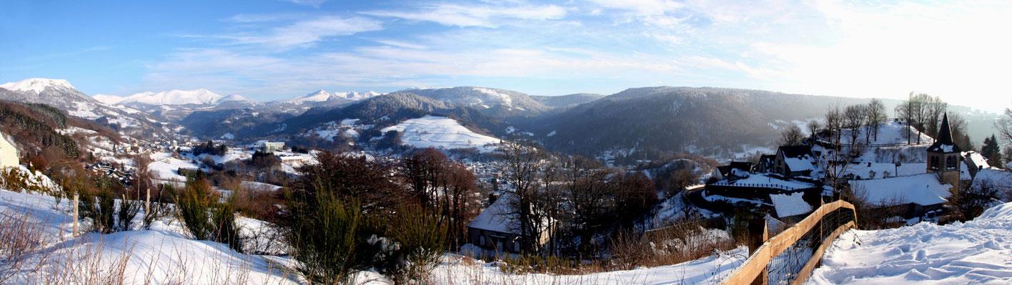 Murat le Quaire - Panoramique sur les Monts Dore - Massif du Sancy - Auvergne - France