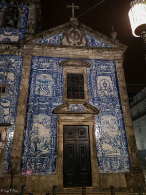 Capela das Almas Église de Porto - Sol carrelé azulejo bleu façade extérieure - Portugal