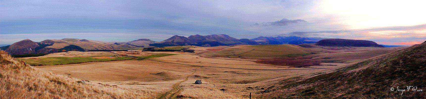 Le Massif du Sancy vu du Puy Loup - Massif du Sancy - Auvergne - France - Vue panoramique
