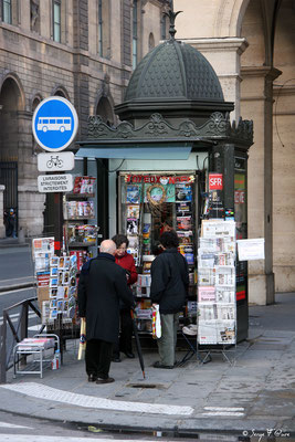 Kiosque à journaux - Rue de Rivoli - Paris - France - 2006