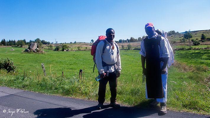 Père Jean-Luc et Jacques - En allant vers Rieutort - France - Sur le chemin de St Jacques de Compostelle (santiago de compostela) - Le Chemin du Puy ou Via Podiensis (variante par Rocamadour)
