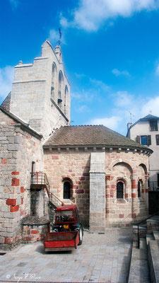 Eglise de St Alban sur Limagnole - France - Sur le chemin de St Jacques de Compostelle (santiago de compostela) - Le Chemin du Puy ou Via Podiensis (variante par Rocamadour)