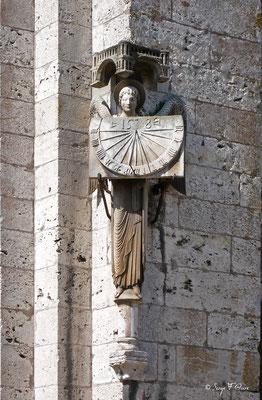 Cadran solaire sur la Cathédrale de Chartres - Eure et Loir - Région Centre - France