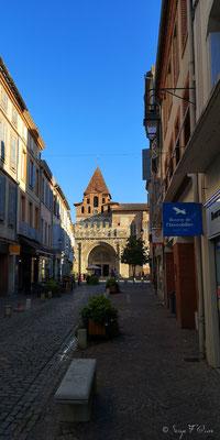 Abbaye St Pierre de Moissac vue de la rue principale - France - Sur le chemin de Compostelle