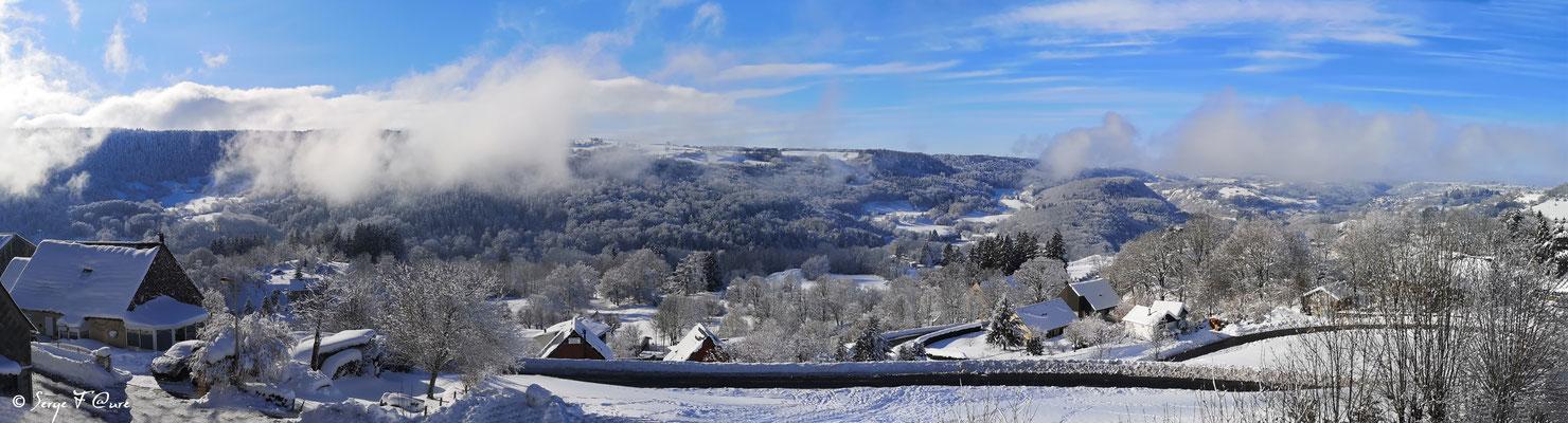 Panoramique de Murat le Quaire le 1er janvier 2021 - Massif du Sancy - Auvergne - France