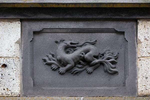 Détail de sculpture sur pierre de lave d'une maison typique rue d'Arras - La Bourboule - Auvergne - France
