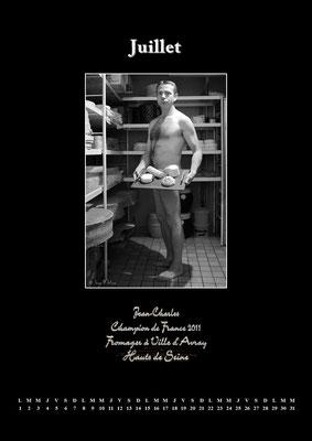 """Calendrier des Fromagers 2013 Juillet - """"Secrets de Fromages"""" - Jean-Charles - (Nus / Nudes) ©Photographie Serge Faure"""