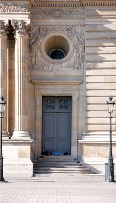 Petite sieste au Louvre - Paris - 2010