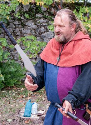 Jongleur aux couteaux à Rocamadour