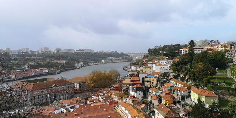 Vue d'en haut de la ville historique de Porto - Portugal