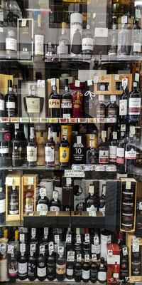 Vitrine de vins de Porto - En déambulant dans les rues de la ville historique de Porto - Portugal