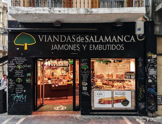Façades et vitrines - Boutique de charcuterie à  Pamplona - Navarre - Espagne - Sur le chemin de Compostelle - par Serge Faure