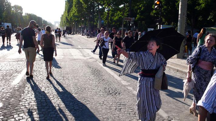 Japonaise sur les Champs Elysées - Paris - 2010