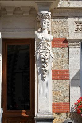 Détail des colonnes de l'entrée de la Mairie de La Bourboule - Auvergne - France