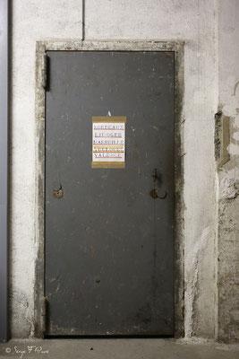 Porte de coffre dans les souterrains recueillant le trésor de la banque de France sous le gouvernement de Vichy au Médicis Palace à La Bourboule - Auvergne - France