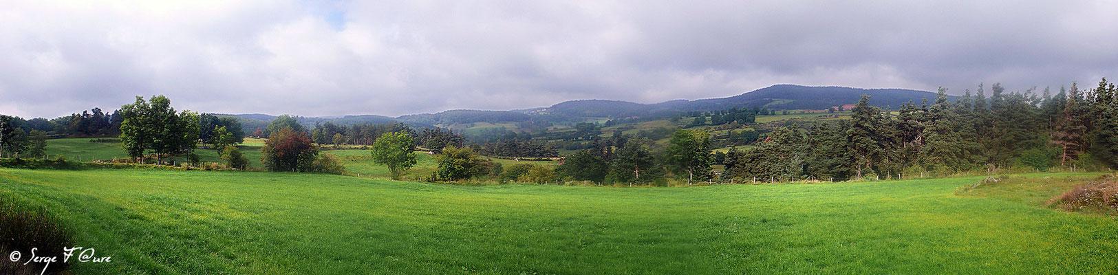 En allant vers Le Falzet - France - Sur le chemin de St Jacques de Compostelle (santiago de compostela) - Le Chemin du Puy ou Via Podiensis (variante par Rocamadour)