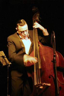"Contrebasse: Stephen Harrisson / Matthieu Boré ""Fats Domino's True Spirit"" / SancySnowJazz 2009"