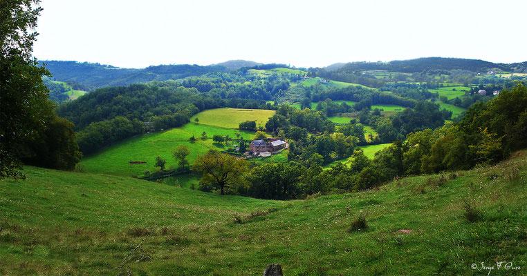 En allant vers Espalion - France - Sur le chemin de St Jacques de Compostelle (santiago de compostela) - Le Chemin du Puy ou Via Podiensis (variante par Rocamadour)