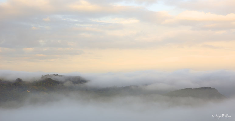 Brumes du matin - Les Chaumettes Hautes - Massif du Sancy - Auvergne - France