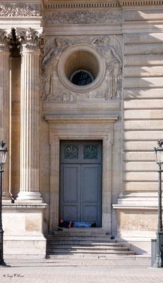 La sieste - Le Louvre - Paris - France - 2010