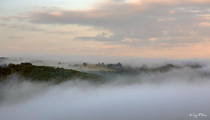 Brumes du matin - Liournat - Plateau de Charlannes - Massif du Sancy - Auvergne - France