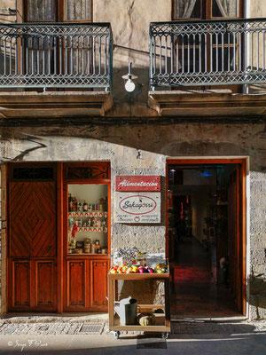 Façades et vitrines - Espagne - Sur le chemin de Compostelle - par Serge Faure