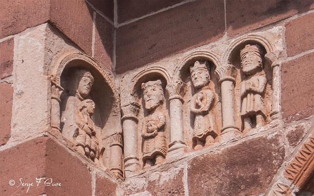 Sculptures sur  la Chapelle de Perse à Espalion - France - Sur le chemin de St Jacques de Compostelle (santiago de compostela) - Le Chemin du Puy ou Via Podiensis (variante par Rocamadour)