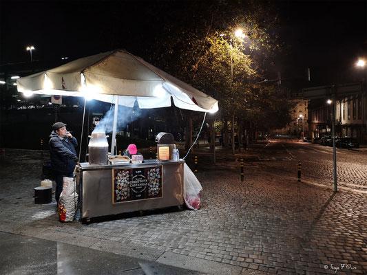 Vendeur de châtaignes grillées - Porto - Portugal