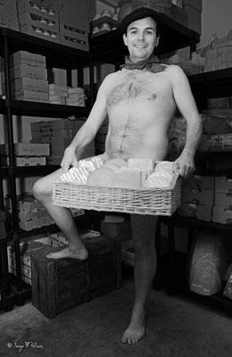 """Calendrier des Fromagers 2013 - """"Secrets de Fromages"""" - Frédéric - (Nus / Nudes) ©Photographie Serge Faure"""