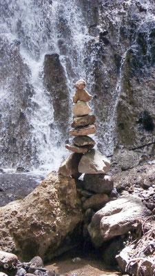 Cairn devant la cascade du Rossignolet - Le Mont Dore - Auvergne - France