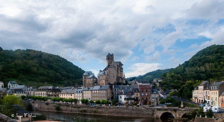 Estaing - France - Sur le chemin de St Jacques de Compostelle (santiago de compostela) - Le Chemin du Puy ou Via Podiensis (variante par Rocamadour)