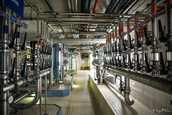 Machinerie et vannes de contrôle d'eaux thermales
