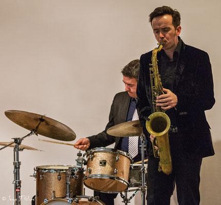 """Drew Davies (sax ténor) et Guillaume Nouaux (batterie) - """"The Hotdoggers"""" - Sancy Snow Jazz 2016 - Murat le Quaire - Auvergne - France"""
