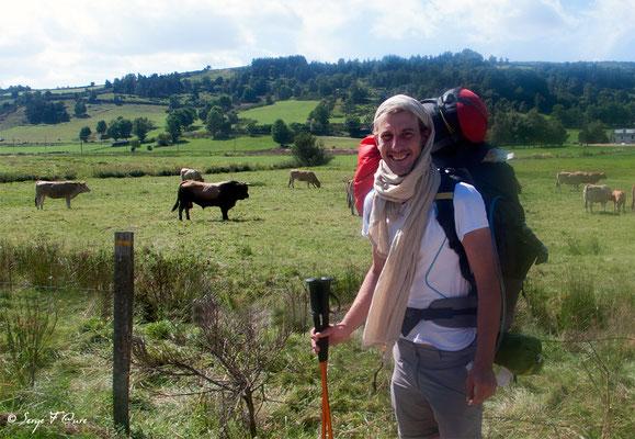 Vincent compagnon de chemin - En allant vers Le Chazeau - France - Sur le chemin de St Jacques de Compostelle (santiago de compostela) - Le Chemin du Puy ou Via Podiensis (variante par Rocamadour)