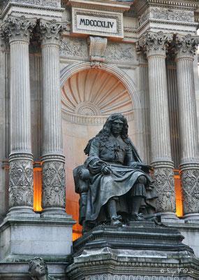 Fontaine Molière dans le 1er arrondissement de Paris, édifiée en 1844 par une souscription publique. La statue de bronze de Molière est de Bernard Gabriel Seurre