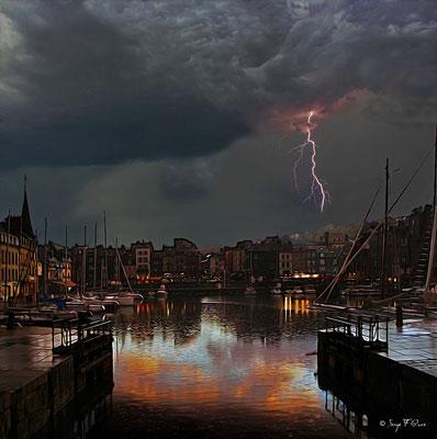Honfleur sous l'orage (façon photo tableau) - Novembre 2010 (Normandie France)