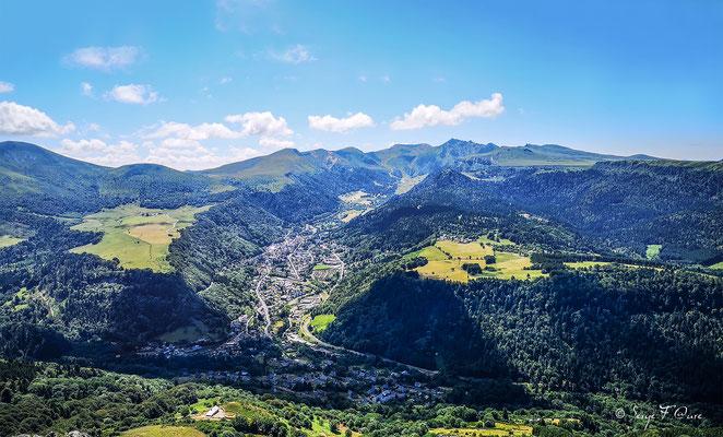 Le Mont Dore vu du Puy Gros - Massif du Sancy - Auvergne - France
