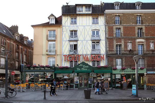 """Café """"Le tout va bien..."""" à Dieppe (Haute Normandie - France - Juin 2012)"""