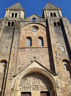 Eglise abbatiale Sainte Foy à Conques - France - Sur le chemin de St Jacques de Compostelle (santiago de compostela) - Le Chemin du Puy ou Via Podiensis (variante par Rocamadour)du Puy ou Via Podiensis (variante par Rocamadour)