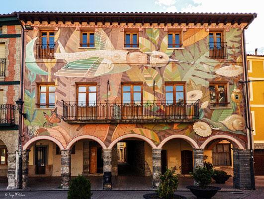 Fresque de façade de maison sur la place principale de Belorado (Castille-et-Leon) - Espagne - Sur le chemin de Compostelle