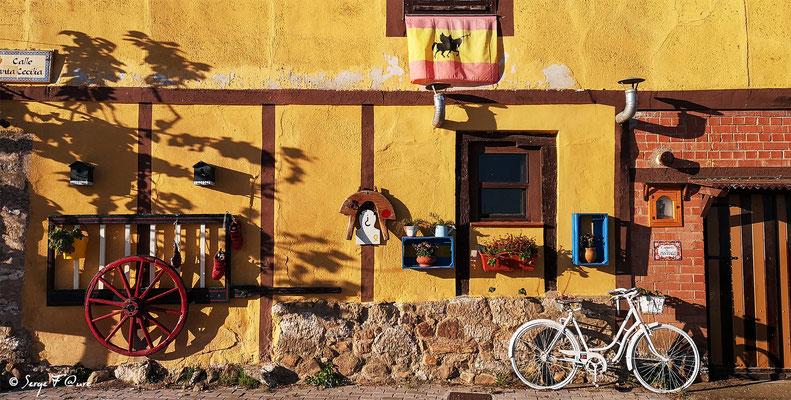 Façades et vitrines - Sur le chemin de Compostelle - Espagne - par Serge Faure