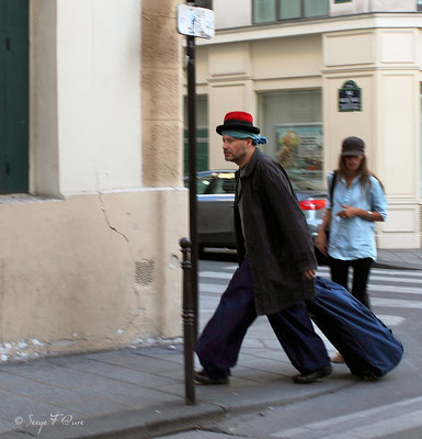 L'homme au chapeau rouge - Paris - quartier du Marais (Septembre 2012)