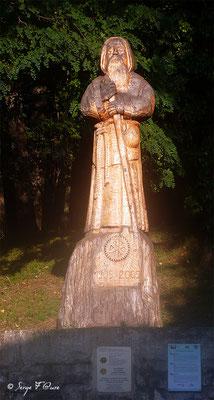 Le Puy en Velay - Grande statut en bois de St Jacques en sortie de la ville - France - Sur le chemin de St Jacques de Compostelle (santiago de compostela) - Le Chemin du Puy ou Via Podiensis (variante par Rocamadour)