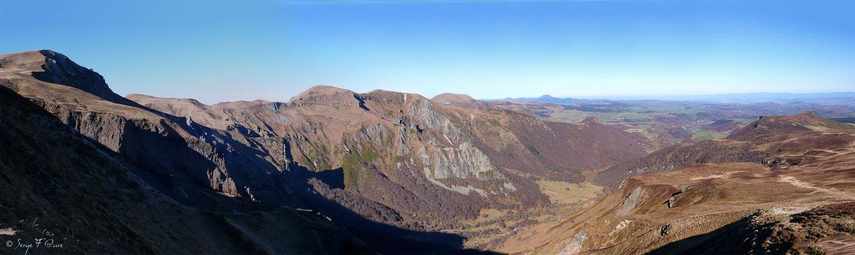 Le crêtes du Sancy - Vue sur la Vallée de Chaudefour - Le Mont Dore - Massif du Sancy - Auvergne - France