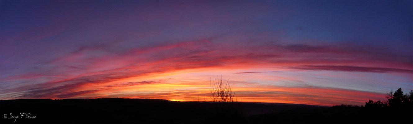 Coucher de soleil sur le plateau de Charlanne - Liournat - - Massif du Sancy - Auvergne - France - Vue panoramique