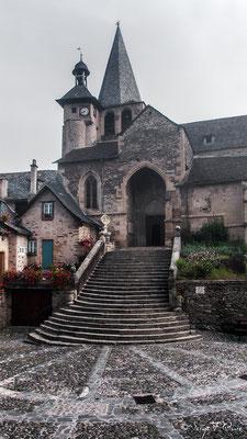 Eglise d'Estaing - France - Sur le chemin de St Jacques de Compostelle (santiago de compostela) - Le Chemin du Puy ou Via Podiensis (variante par Rocamadour)